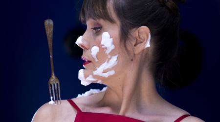 """Livane en video. Clip """"J'aime cuisiner"""" Réalisé par Claire Beaugé. Paroles Livane Revel."""